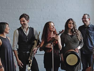Irish Folk: Cara – von links nach rechts: Kim Edgar, Hendrik Morgenbrodt, Gudrun Walther, Aimée Farrell-Courtney, Jürgen Treyz