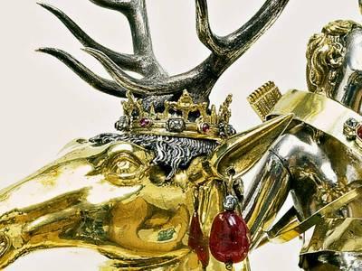 Paulus Ättinger, Diana auf dem Hirsch, um 1610, Silber, getrieben, punziert, ziseliert und teilvergoldet, mit Brillanten, Rubinen, Smaragden besetzt und mit Perlen behängt