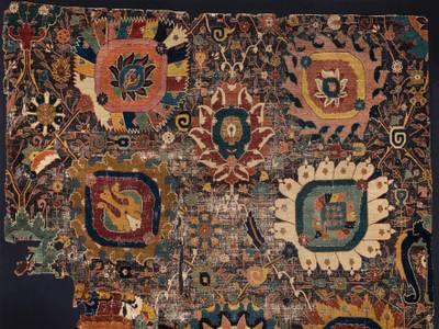 Traum und Trauma. Wiedereröffnung der Teppichsäle im Museum für Islamische Kunst – Vasen-Teppich, Persien, um 1600, Wolle