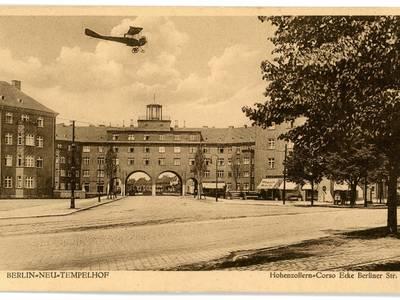 Torhaus der Siedlung Neu-Tempelhof, 1926 – Das Torhaus der Siedlung Neu-Tempelhof im Jahr 1926