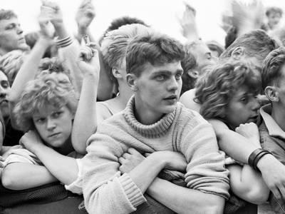 Harald Hauswald, Konzert von Big Country, Radrennbahn, Weißensee, Berlin, 1988 – Harald Hauswald, Konzert von Big Country, Radrennbahn, Weißensee, Berlin, 1988 © Harald Hauswald/OSTKREUZ/Bundesstiftung Aufarbeitung