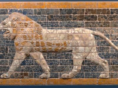 Schreitender Löwe von der Prozessionsstraße, Babylon, Zeit König Nebukadnezars II., 604–562 v. Chr.