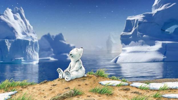 Comicfigur Lars, der kleine Eisbär, sitzt vor Eisbergen im Wasser.