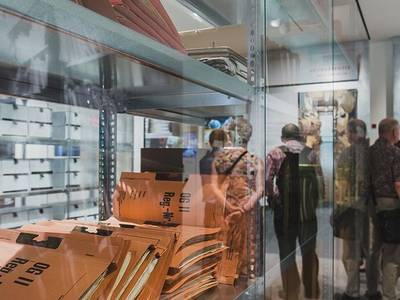 Ausstellungsbegleitung in der Ausstellung 'Einblick ins Geheime'