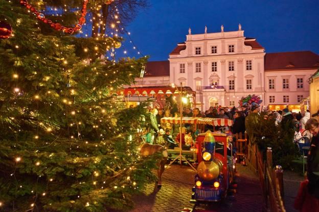 Weihnachtskonzert in der Orangerie im Schlosspark – das Schloss Oranienburg zur Weihnachtszeit