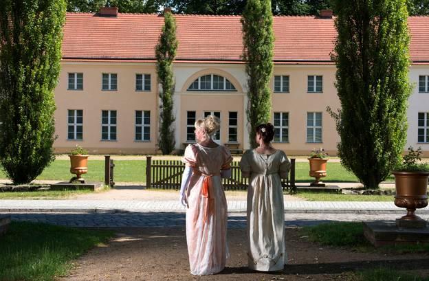 """""""Hofdamen"""" am Schloss Paretz – """"Hofdamen"""" am Schloss Paretz"""