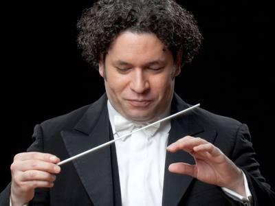 Die Berliner Philharmoniker werden dirigiert von Gustavo Dudamel