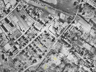 Ausschnitt aus einer Luftbildaufnahme Bayreuth, vom 11.04.1945 mit eingezeichneten Blindgängerverdachtspunkten (gelbe Kreise) – Ausschnitt aus einer Luftbildaufnahme Bayreuth, vom 11.04.1945 mit eingezeichneten Blindgängerverdachtspunkten (gelbe Kreise). Quelle: Luftbilddatenbank Dr. Carls GmbH, Estenfeld