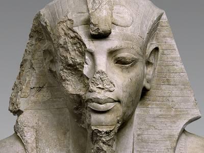 Oberteil einer Kolossalstatue des Tutanchamun oder Eje (Ausschnitt)