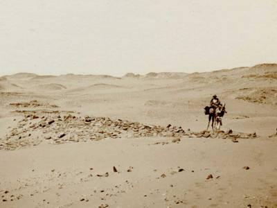 Mit Kamelen im Gebiet des Zweiten Katarakts (Ph. 5894) – Mit Kamelen im Gebiet des Zweiten Katarakts (Ph. 5894) © Staatliche Museen zu Berlin, Ägyptisches Museum und Papyrussammlung, Fotoarchiv.